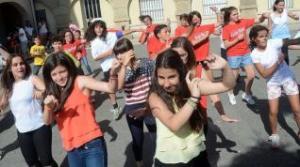 rapazas bailando